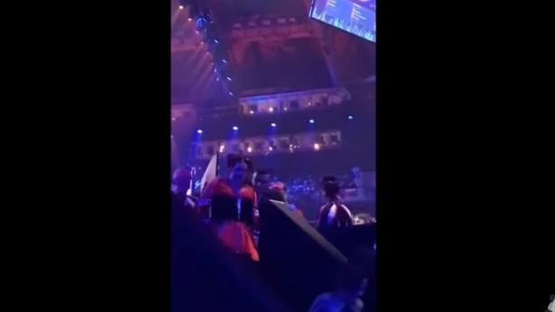 Триумфатор Евровидения рухнула с лестницы: видео